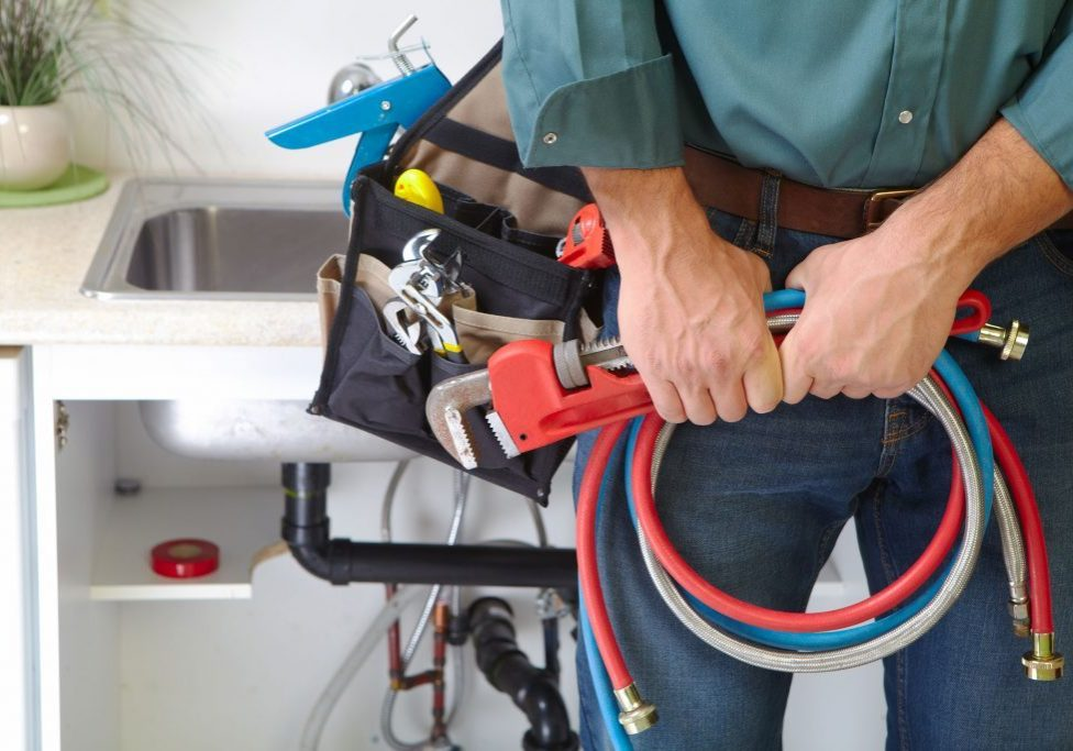 plumber-plumbing-hoses-water-pipes-1024x683